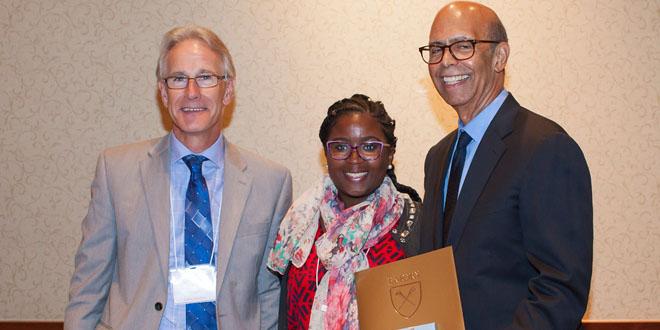 photo of Sarai Nwagbaraocha receiving award