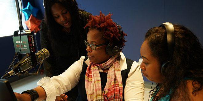 Dr. Kaye, Karsonya Whitehead with Journalism students